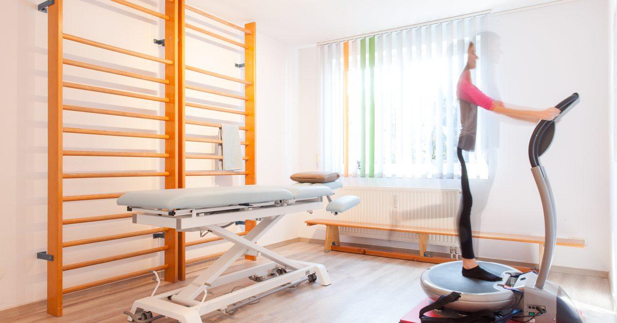 Behandlungsraum Physiotherapie (Krankengymnastik)